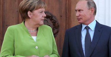 Меркель і Путін обговорили транзит газу через Україну без Зеленського