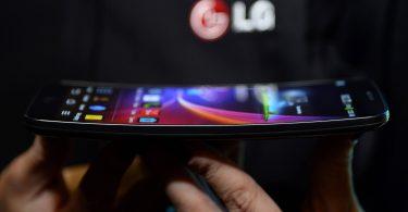 LG запатентувала смартфон з гнучким дисплеєм-обкладинкою