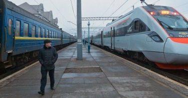 Пасажирські поїзди запустять раніше, ніж планувалося