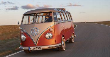 Volkswagen перетворила культовий мікроавтобус 60-х в електрокар