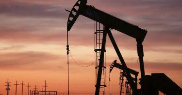 Нафта дешевшає через новий штам коронавірусу