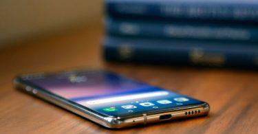 Вчені зламали смартфони Google, Xiaomi і Apple за допомогою звичайного столу [ВІДЕО]