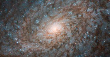 Телескоп «Хаббл» сфотографував галактику, схожу на солодку вату