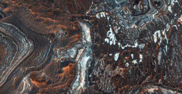 Як виглядають каньйони на Марсі: знімок з орбіти