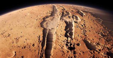 Марс отримав воду мінімум з двох джерел