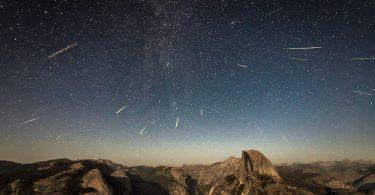 До кінця квітня на небі буде видно метеоритний дощ