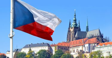 Чехія знімає обмеження на подорожі по Європі