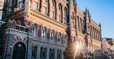 Резерви України впали нижче за $29 млрд