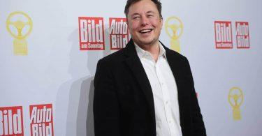 Ілон Маск став третім в списку найбагатших людей і майже наздогнав Білла Гейтса