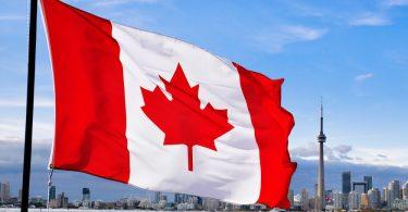 Канадців зобов'язали повернути виплачену їм через пандемію допомогу