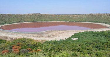 За одну ніч озеро кратера змінило свій колір