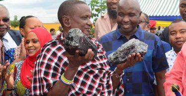 Приватний шахтар знайшов два найбільших танзаніта і став мільйонером