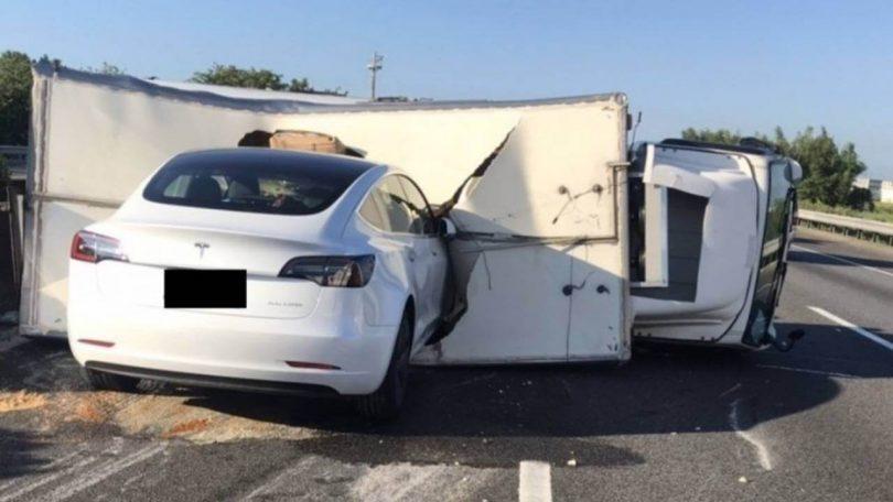 Аварія Tesla