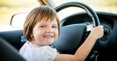 Діти оцінили, з ким з батьків краще їздити в машині