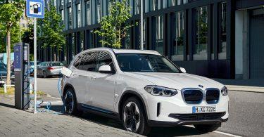 BMW розкрила серійний електрокроссовер iX3