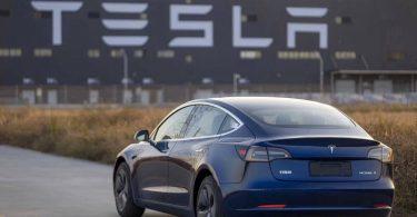 Електрокари Tesla будуть довше їздити завдяки новим акумуляторам
