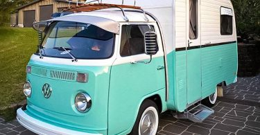 Старий Кемпер Volkswagen подорожчав в 12 разів після повної реставрації