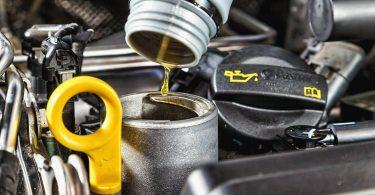 Чому навіть на нових машинах необхідно доливати масло в мотор задовго до ТО