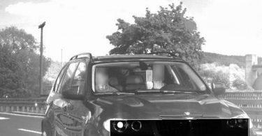 Водія BMW оштрафували на 1500 євро за непристойний жест