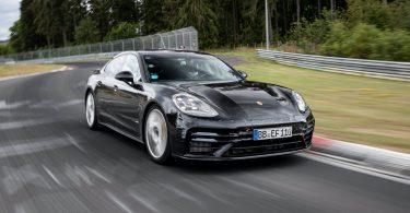 Преміальний седан виявився швидшим за спорткари