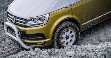 Мінівен Volkswagen T6 навчили долати серйозне бездоріжжя