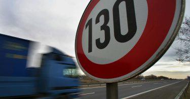 На німецьких автобанах хочуть обмежити швидкість, як в Україні