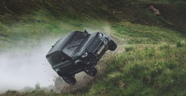У новому фільмі про Бонда Land Rover Defender виконає сальто