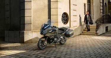 BMW представила мотоцикл з адаптивним круїз-контролем