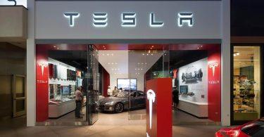 Tesla скасувала політику 7-денного безумовного повернення