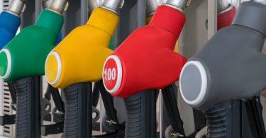 Співвідношення вартості бензину та зарплати в Україні встановило новий рекорд