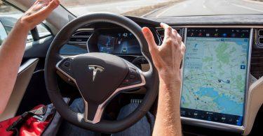 Хакер показав, як автопілот Tesla бачить навколишній світ під час їзди