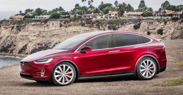Власники електрокарів Tesla отримали довгоочікувану опцію [ВІДЕО]