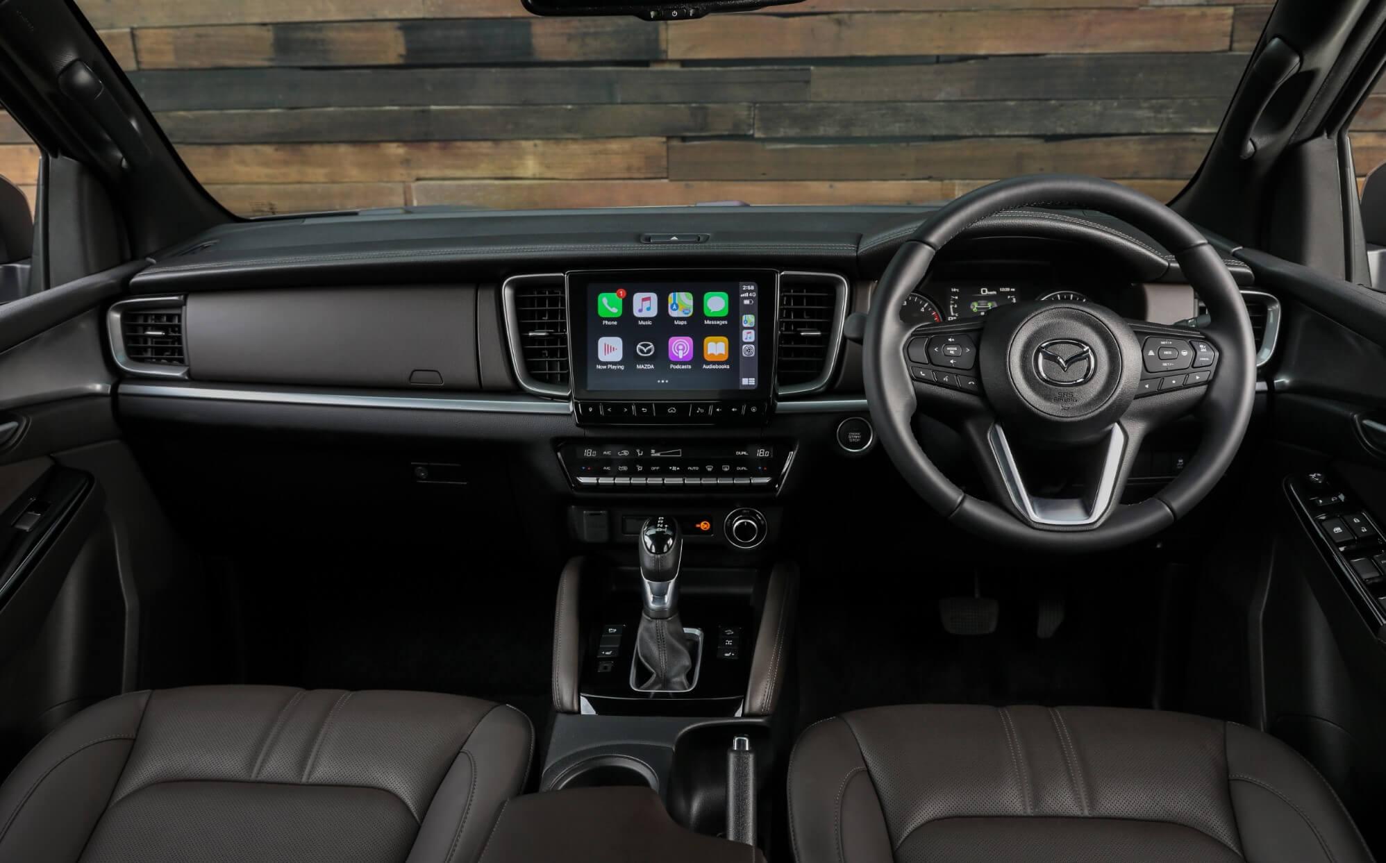 Інтер'єр топ-версії пікапа Mazda BT-50