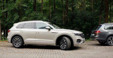 VW Touareg навчили самостійно паркуватися за допомогою смартфона