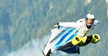 Відео: випробування костюма BMW, в якому можна літати зі швидкістю 300 км / год