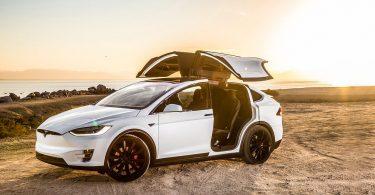 Електрокар Tesla Model X зламали за кілька хвилин [ВІДЕО]