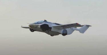 Перший політ літаючого автомобіля AirCar показали на відео
