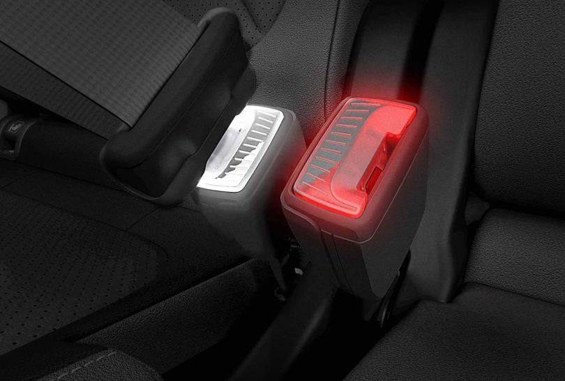 ремені безпеки зі світловою індикацією