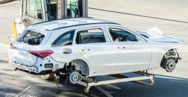 Новий Mercedes-Benz C-Class повністю позбувся камуфляжу