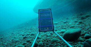 iPhone 12 зазнали зануренням на 20-метрову глибину [ВІДЕО]
