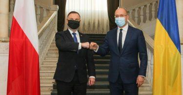 Київ сподівається на Польщу у питанні COVID-вакцин