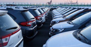 В Японії заборонять продавати автомобілі на бензині і дизелі
