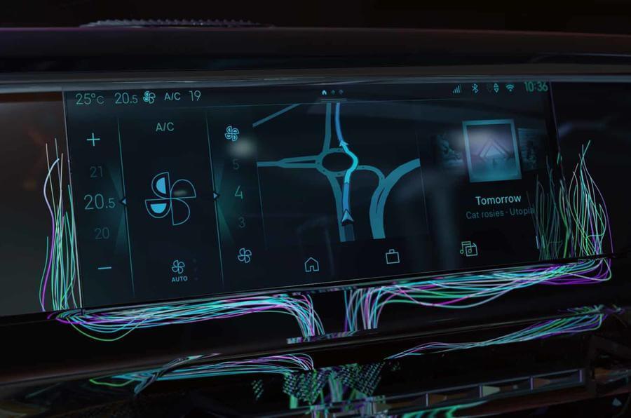 Екран мультимедійної системи нового DS 4
