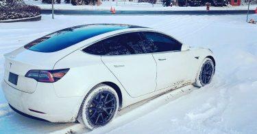 Електромобіль Tesla відмовився заряджатися за 30-градусного морозу