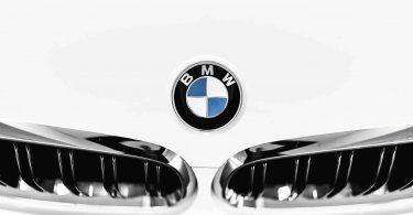 BMW встановить індивідуальні рекламні щити для своїх клієнтів