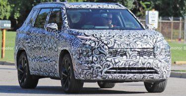 Mitsubishi показала новий Outlander у русі