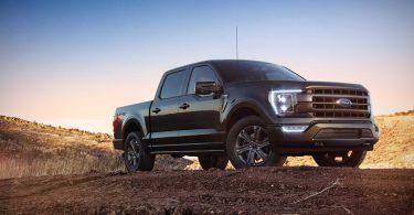 Ford збирає F-150 на парковках через ажіотажний попит