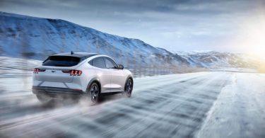 Ford затримує Mustang Mach-E через проблеми з якістю