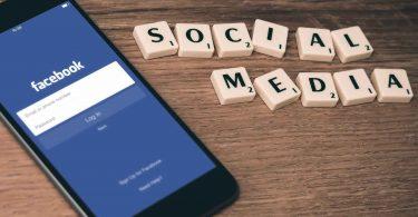 Телефони декількох сотень мільйонів користувачів Facebook з'явилися в продажу