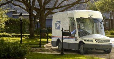 У США поштова служба буде їздити на високотехнологічних гібридних вантажівках